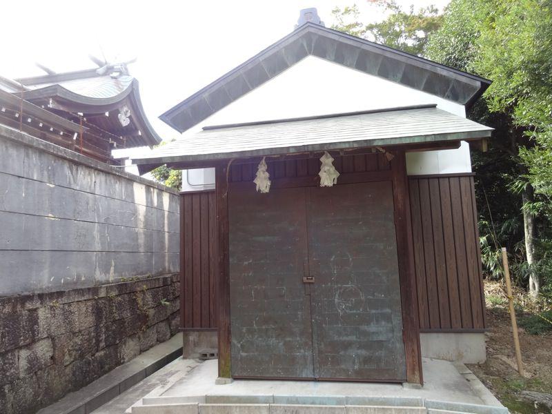 山王神社右奥の蔵