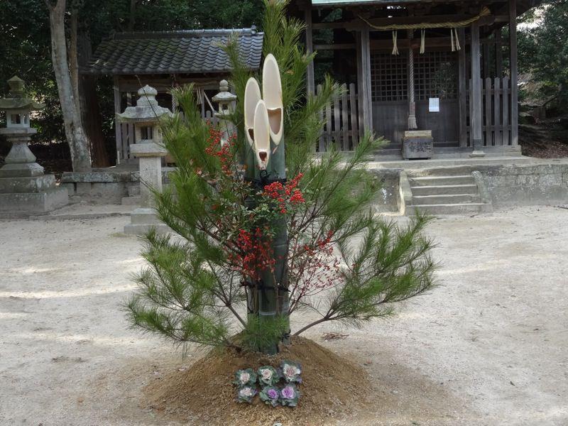 小部大歳神社にある立派な門松
