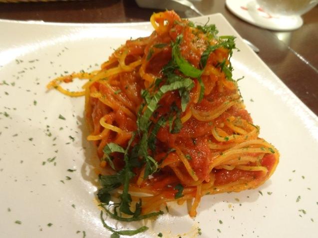 ピースドラパン 大葉のトマトパスタ