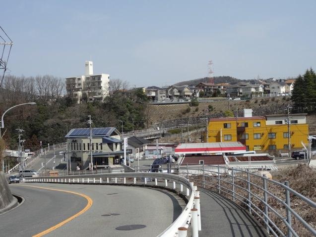 山の街駅から見下ろす吉まん