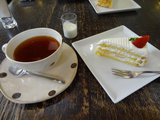 日曜舎 ケーキと紅茶