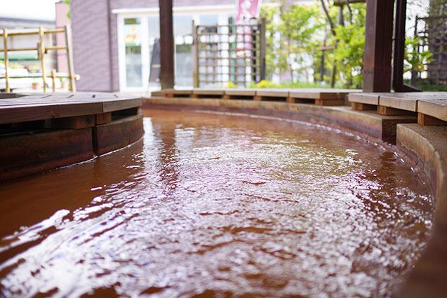 足湯八多温泉の水面