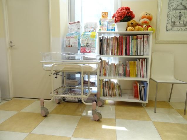 松岡産婦人科の本棚