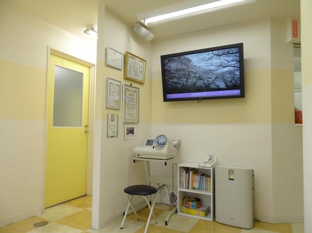 松岡産婦人科の診察室のドア