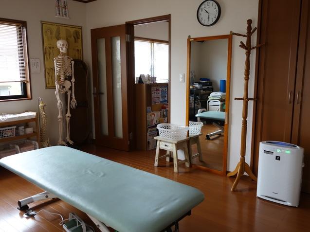 松岡カイロプラクティックの治療スペースの様子