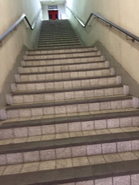 神鉄道場駅の階段