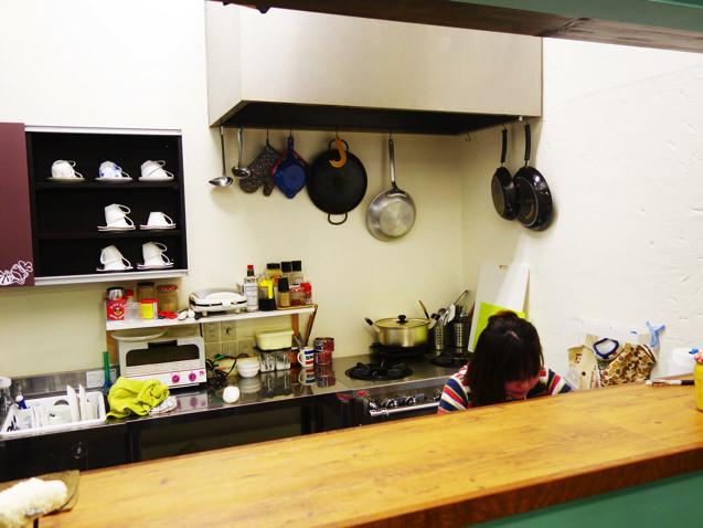 日々カフェのキッチンとkaoriさん