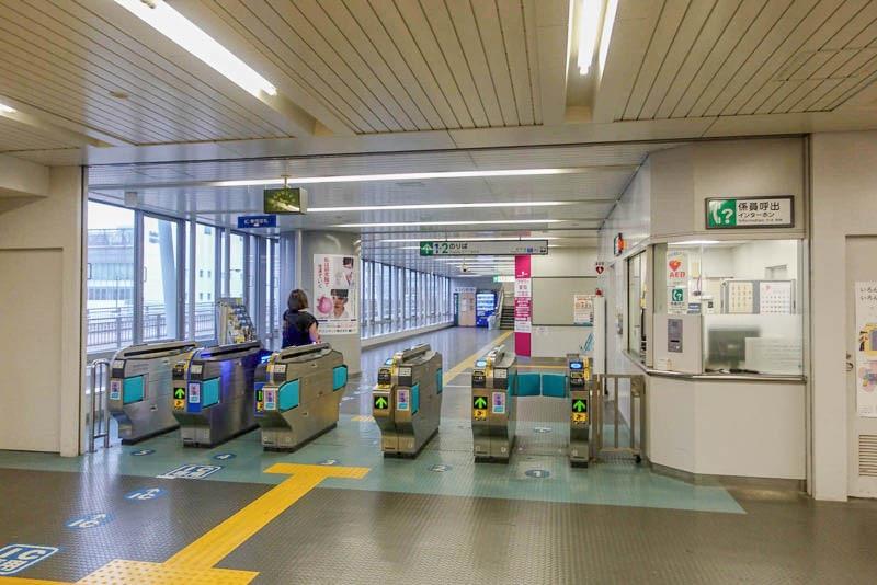ポートライナー医療センター駅 改札
